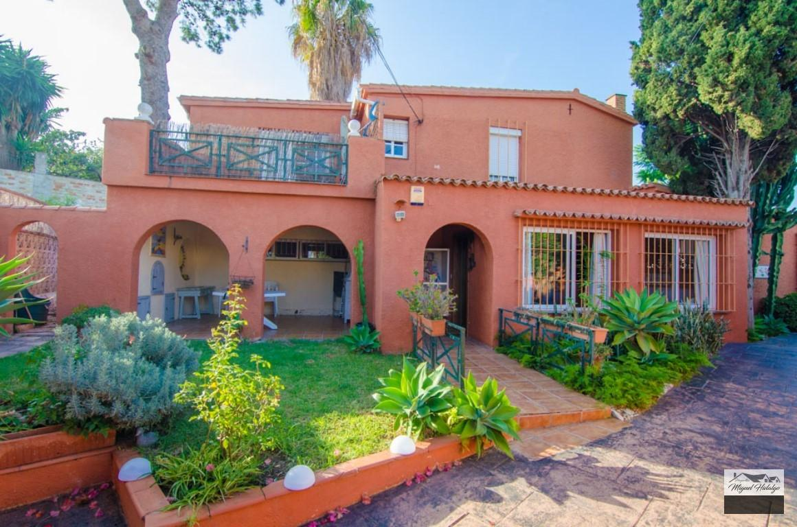 VILLA INDEPEDIENTE EN VENTA EN BENALMADENA COSTA